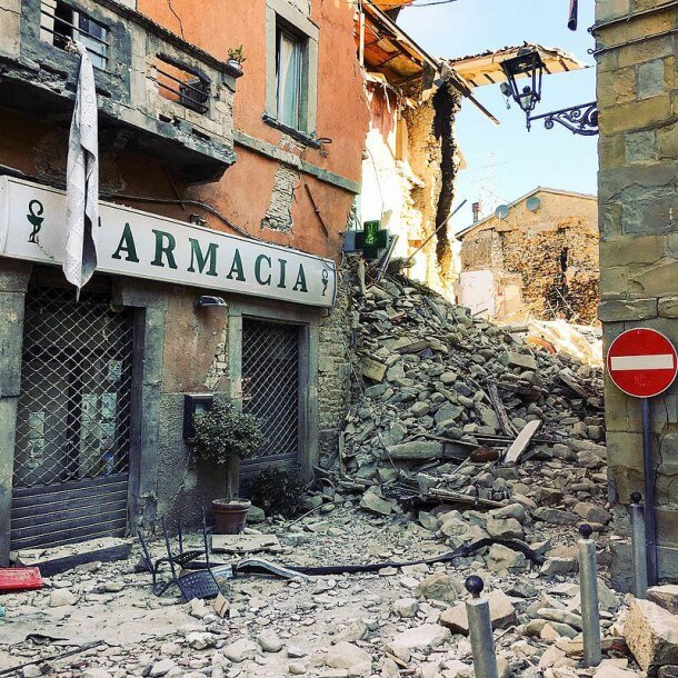 terremoto_centro_italia_2016_-_amatrice_-_farmacia_29033930040