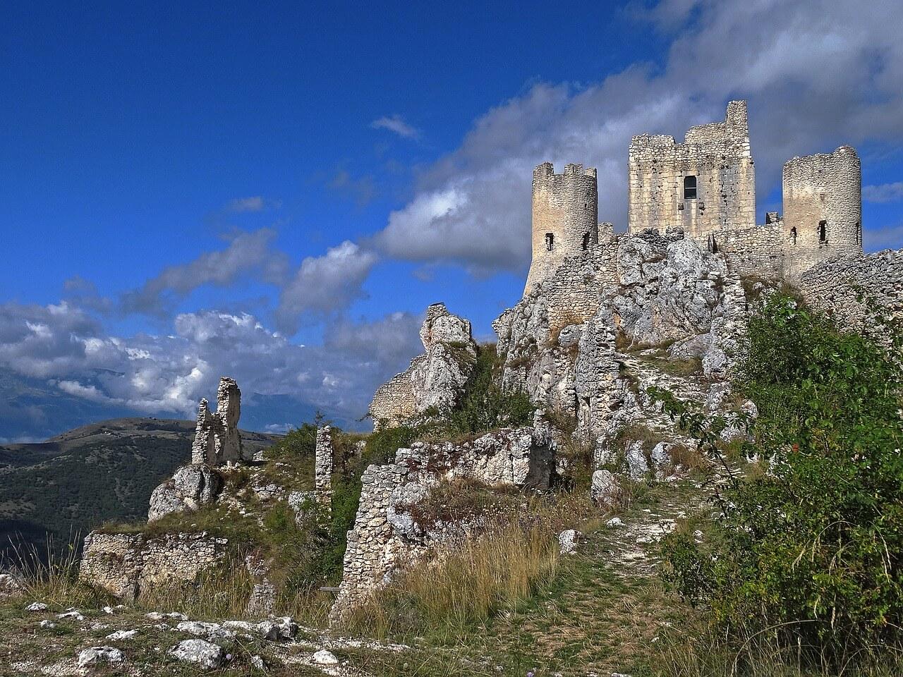 孤高の城・ロッカ・カラーショ